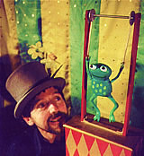 Photo from the puppet play: Simon with frog